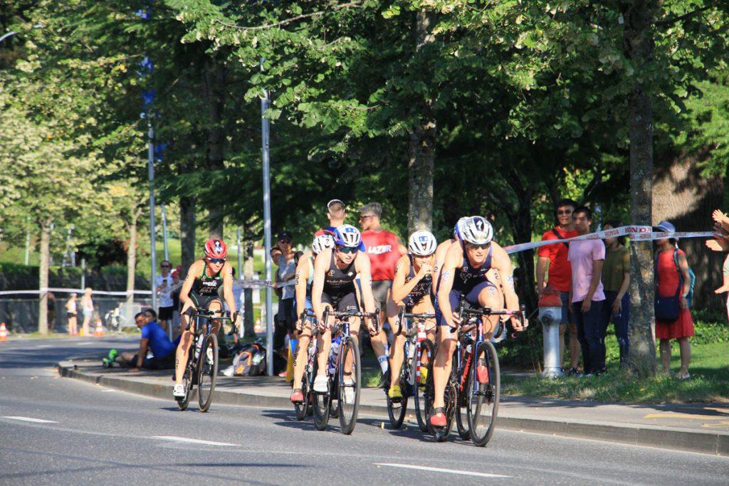 Photographie sportive triathlon peloton vélo femmes World Triathlon Series WTS Final Lausanne Suisse