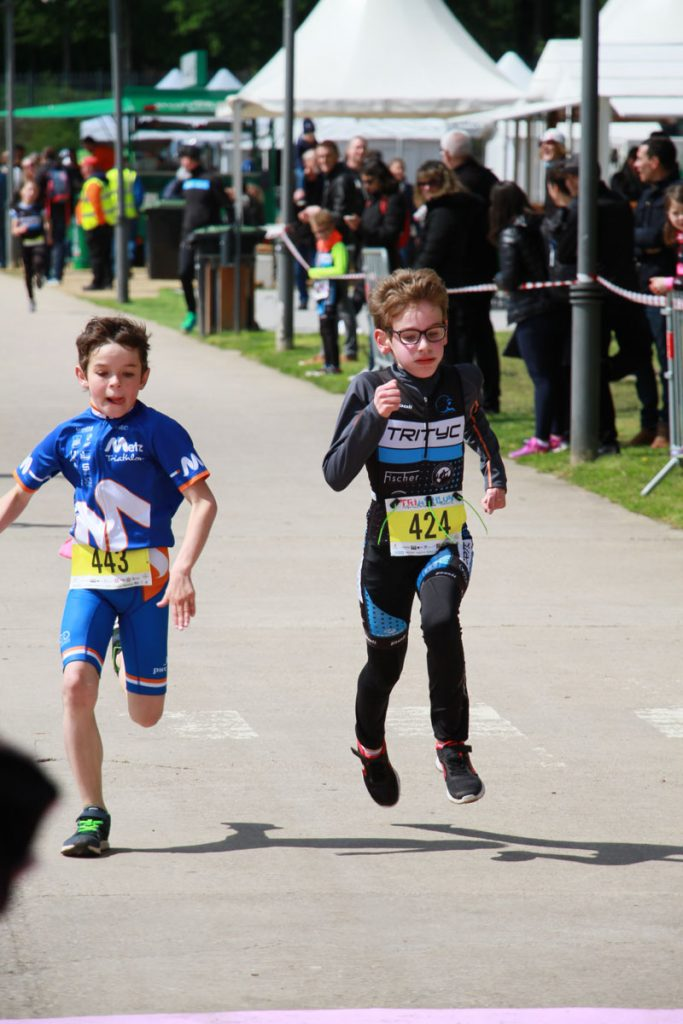 Photographie sportive triathlon Thionville duathlon enfants arrivée course à pied