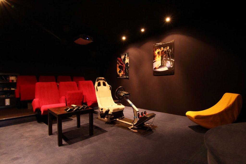 Photographie immobilière salle de cinéma maison Kuntzig