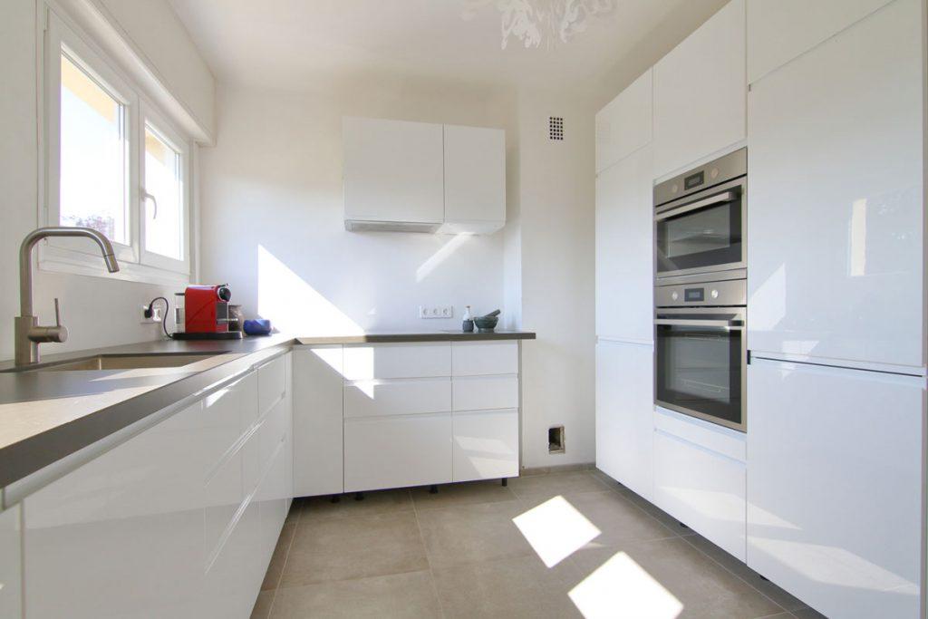 Photographie immobilière cuisine épurée appartement Thionville